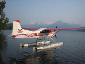plane-on-lake
